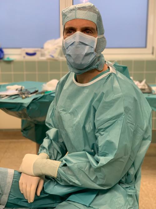Behandelnder Arzt bei ambulanten Operationen